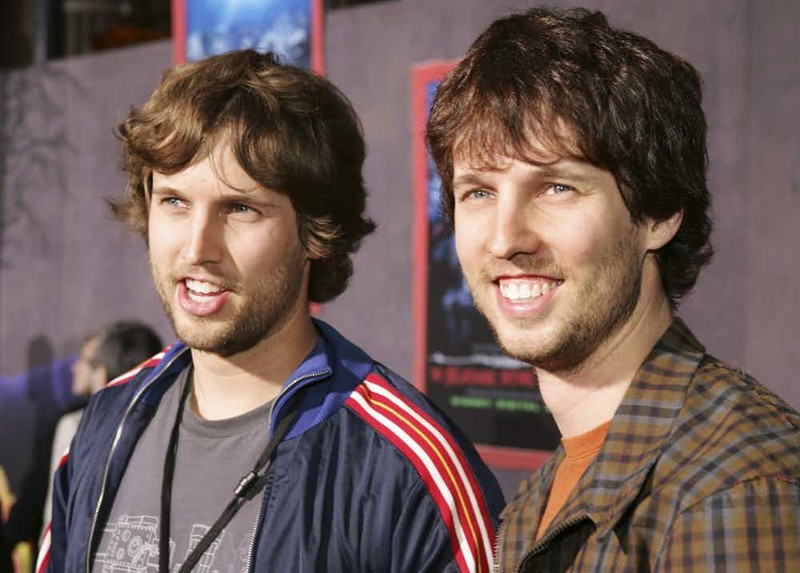 У кого из знаменитостей есть брат/сестра-близнец