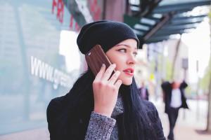 Всего в другие регионы России с той или иной периодичностью звонят 48% опрошенных