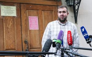Напавший на журналиста НТВ в прямом эфире в День ВДВ мужчина, приговорен к шести месяцам работ