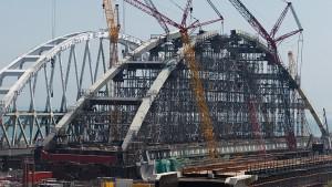 Началась операция по установке железнодорожной арки Крымского моста