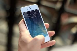 В Самаре на улице Советской парень избил прохожего и отобрал у него телефон