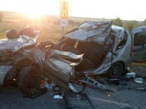 В Самарской области спасатели извлекали из машины пострадавшего в ДТП с тремя жертвами