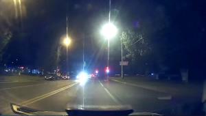 В Тольятти неадекватный пассажир такси разгромил две машины и несколько раз ударил инспектора ДПС