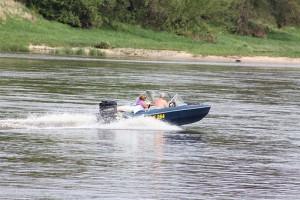 Пенсионерка, переправляясь из Рождествено в Самару на частной лодке, упала за борт и сломала позвоночник