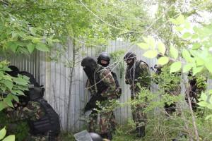 В Чапаевске при поддержке ОМОН Росгвардии задержаны сбытчики героина
