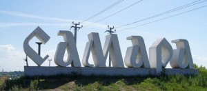 На въезде в город возле торгового центра «Мега» разобрали и увезли стелу «Самара»