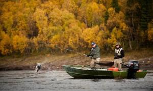 Самарцам рекомендовали не пить и не перегружать лодку на осенней рыбалке