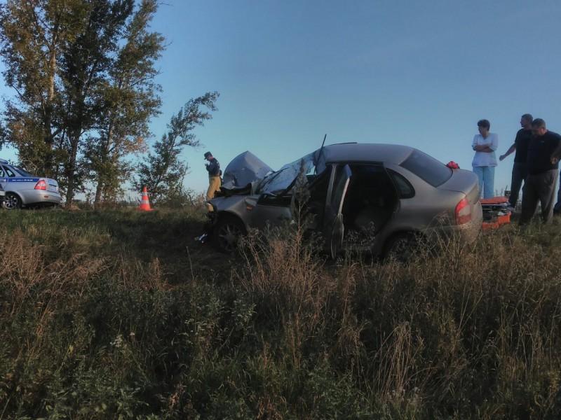 Лада Калина около Тольятти врезалась в прицеп трактора, пострадали бабушка, дочь и внучка