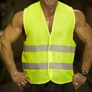 Водителей обяжут носить светоотражающие жилеты при остановке ночью