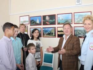В Сызрани общественники и полицейские организовали для ребят посещение фотовыставки Анатолия Горлова