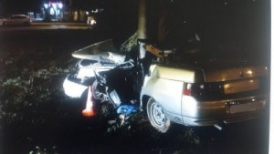 На улице XXII Партсъезда в Самаре ВАЗ-21102 врезался в столб, молодой водитель погиб