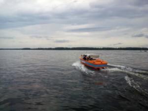 На Волге под Новокуйбышевском три 78-летних рыбака потерпели бедствие на мотолодке