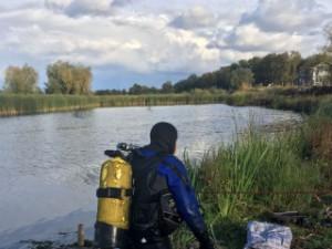На озере Рубежное водолазы два часа искали тело утонувшего мужчины