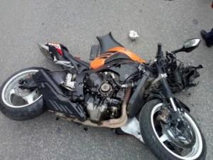 На ул. Товарной в Самаре иномарка Suzuki врезалась в мотоцикл Honda