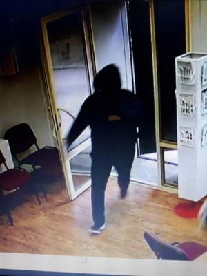 Внимание! Полиция Самары ведет розыск подозреваемых в совершении грабежа в коммерческом банке на улице Гагарина