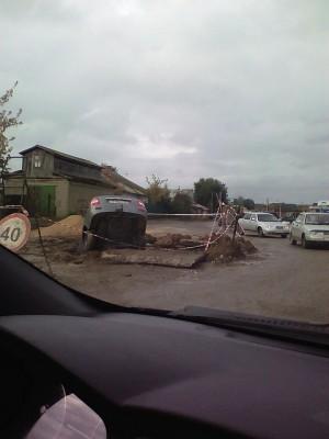 В Сызрани автомобиль улетел в яму при проведении дорожных работ