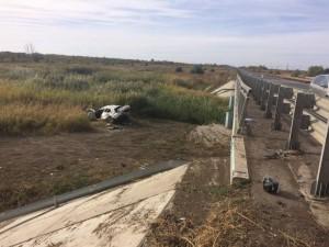 В  Нефтегорском районе на автодороге перевернулся автомобиль «Renault», врезавшись в мостовое ограждение