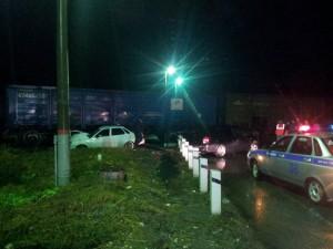 В Ставропольском районе на железнодорожном переезде ВАЗ-21705 столкнулся с тепловозом и «Грантой»