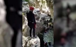 Тренинг для будущих губернаторов: прыжки в воду с семиметровой скалы