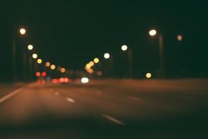 В Самаре ночью водитель Тойоты на пересечении улицы Мичурина и Московское шоссе вылетел на тротуар и протаранил дом
