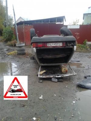 Утром на Заводском шоссе обнаружена «восьмерка», лежащая на крыше, с поврежденным колесом и выбитыми стеклами