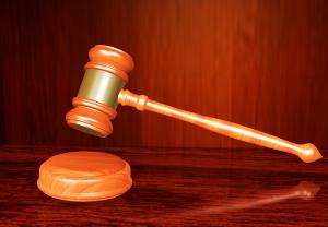 В Сызрани условно  осужден торговый представитель коммерческой организации за хищение 934 086 рублей