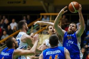 Баскетболисты «Самары» матчем в Новосибирске продолжили победную серию