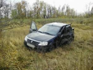 В Красноармейском районе иномарка Renault перевернулась в кювет