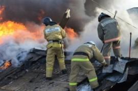 В Волжском районе тушили крупный пожар на 200 кв. метрах