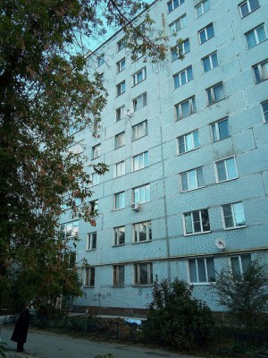 Пенсионер, найденный мертвым у девятиэтажки в Сызрани, выпал из окна