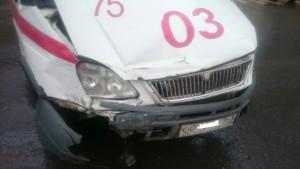 В Самаре на улице Панова «Шкода» не уступила дорогу «скорой помощи», пострадали два фельдшера