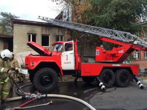 В центре Самары на улице Комсомольской горел двухэтажный кирпичный дом
