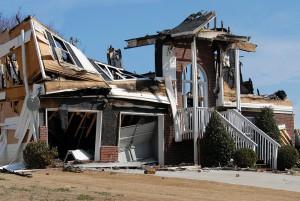 В Ростове-на-Дону погорельцам запретили застраивать сгоревшие участки и забирают их в муниципальную собственность
