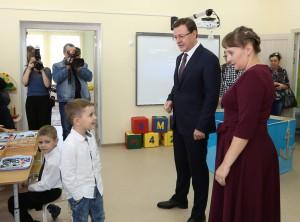 Дмитрий Азаров вручил символический ключ от нового детского сада на 350 мест в Кошелев-парке