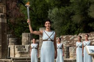 Огонь зимней Олимпиады-2018 зажгли в храме Геры в Древней Олимпии