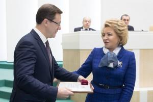 Валентина Матвиенко поблагодарила Дмитрия Азарова за успешную работу в Верхней Палате российского парламента