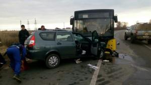 На автодороге Тольятти - Ягодное пожилой водитель Приоры выехал на встречку и столкнулся автобусом