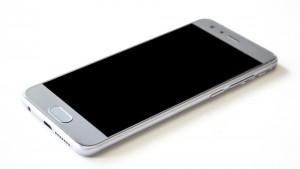 Самарские полицейские нашли похищенный и проданный сотовый телефон, а также задержали грабителей