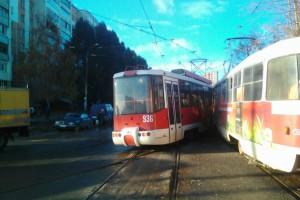 В Самаре на пересечении улиц XXII Партсъезда и Ставропольской столкнулись трамваи