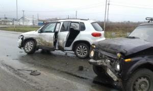 В Сергиевском районе столкнулись «Фольксваген Тигуан» и «Нива», пострадал водитель отечественного авто