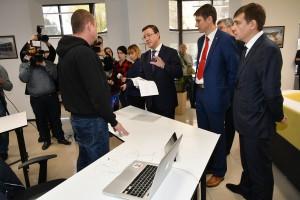 Дмитрий Азаров посетил крупнейший коворкинг-центр Самары Yellow Rockets