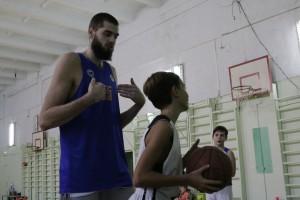 Центровой БК «Самара» Евгений Минченко провел тренировку для юных одноклубников