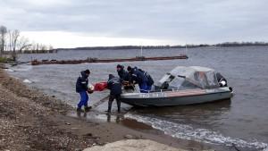 Меньше часа понадобилось спасателям, чтобы доставить и передать медикам женщину с инсультом из Рождествено