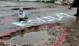 Активисты ОНФ провели в Самаре акцию под названием «Яма, засветись!»
