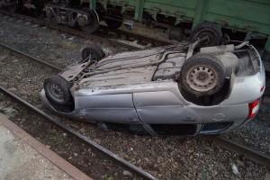 В Сызрани с бетонной платформы на железнодорожные пути упала Калина