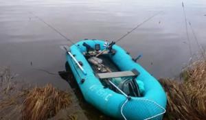 В Самарской области трое рыбаков попали в ЧП с резиновой лодкой
