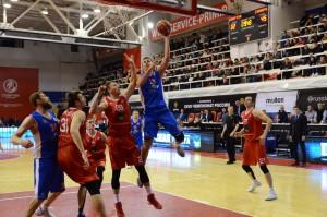 Баскетболисты «Самары» добились исторической победы во Владивостоке