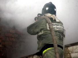 В селе Борское пожар в частном доме тушили 13 спасателей