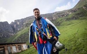 Российский альпинист и бейсджампер Валерий Розов разбился в Непале, выполняя прыжок в специальном костюме-крыле в Гималаях