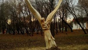 В Самаре в парке Дружбы появилась скульптура ангела, вырезанная из старого клена
